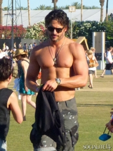 joe-manganiello-coachella-2012-04222012-13-435x580